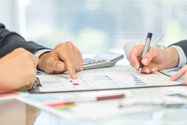 Wer sich für den außerbörslichen Handel entscheidet, kauft und verkauft in der Regel bei Partnern des Brokers, es gibt einen An- und Verkaufskurs für die Aktien des Anlegers. (#04)