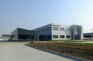 Im Neubau wird das Produktprogramm in Chengdu durch eine teilautomatisierte Produktion und Montage eines Sensor-Plattformkonzepts erweitert.