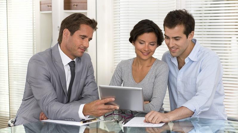 Klassische Kreditgeber sind Filialbanken und Onlinebanken. Einen ersten Blick werfen Sie am Besten auf die Angebote Ihrer Hausbank. (#02)
