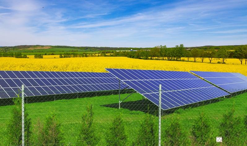 Unabhängig davon, bieten sämtliche Bereiche der erneuerbaren Energien eine Vielzahl von lukrativen Teilbereichen, die für Aktionäre viel zu bieten haben. Denn neben der Anlagenfertigung sind auch die Teilproduktion, die Installation und die Wartung nennenswerte Geschäftsbereiche.(#03)
