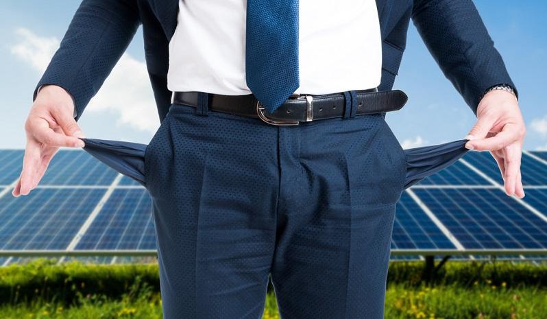Bis heute ist die Installation von Photovoltaik- und Solarthermie-Anlagen für den privaten Gebrauch kaum profitabel. Denn auch, wenn auf lange Sicht die Energiekosten gesenkt werden, ist die Grundinstallation extrem teuer. (#02)