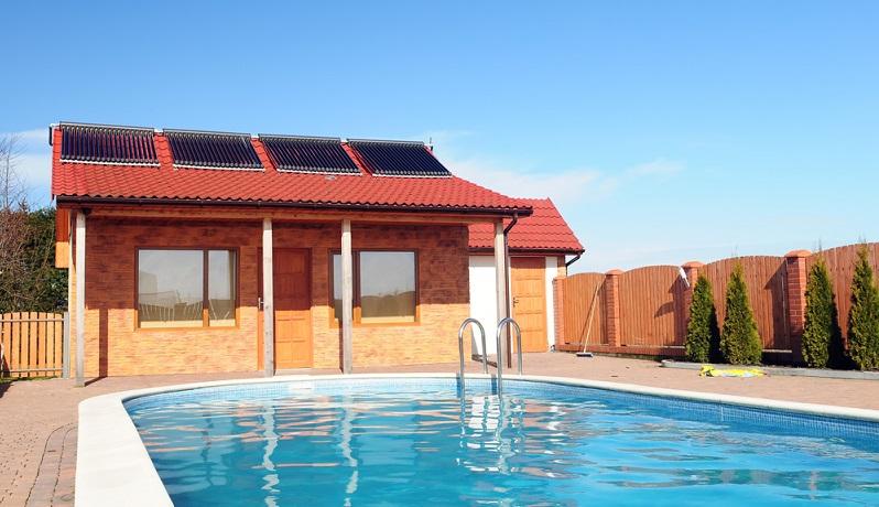 Innerhalb von Wohngebäuden und geschäftlich genutzten Immobilien kommt die Solarthermie zumeist für die Wasseraufbereitung zum Einsatz. (#01)