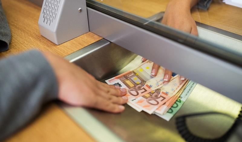 Mit einem Tagesgeldkonto ist es möglich, Kapital tagesaktuell auf einem gesonderten Konto anzulegen oder von dort abzubuchen.(#03)