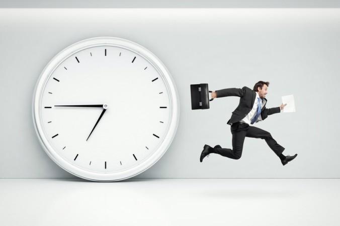 Tick Tack, tick tack... Bei einem Reverse Bonus Zerifikat liegt die Barriere oberhalb des aktuellen Indexstandes und darf während der gesamten Laufzeit zur Erhaltung des Bonusbetrages nicht berührt oder überschritten werden. Achten Sie daher unbedingt auf die Laufzeit! (#2)