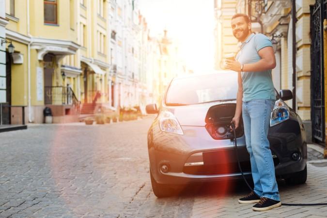 Aber nicht nur der Fortschritt mit dem autonomen Fahren teibt die Infineon Aktie nach oben, auch der ökologische Wandel und die vermehrten Anschaffungen von E-Cars (Elektoautos), machen den Kurs stark. (#2)