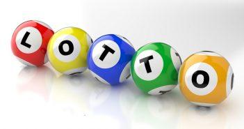 Lotto spielen und mit Aktien handeln, beides hat offensichtlich seine Risiken, weckt jedoch zugleich Hoffnungen. (#01)