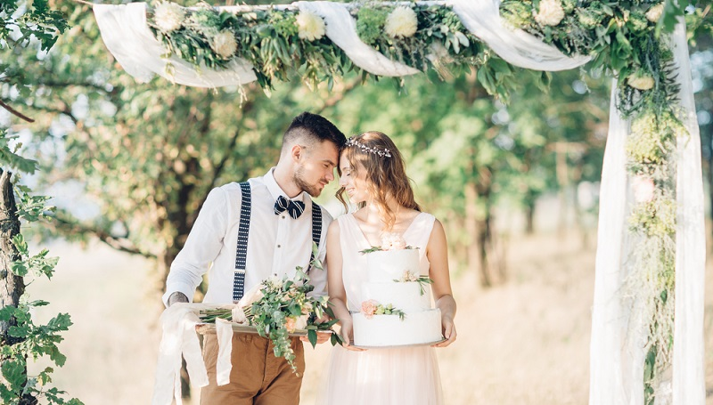 Auch für große Anlässe wie eine Hochzeit oder einen runden Geburtstag werden manchmal Kredite aufgenommen. (#03)