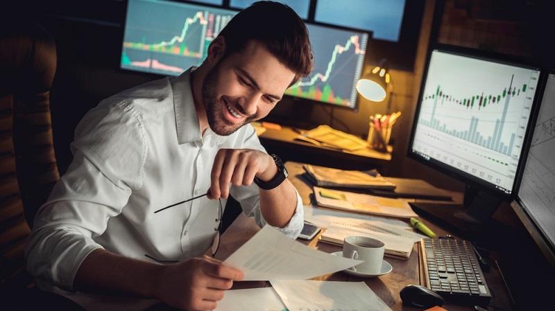 Auf dem Finanzmarkt geht es sehr viel ernster zu als in der großen, weiten Gamer-Welt. Wer sich zum Trader berufen fühlt, darf sich ebenfalls im Internet austoben und den Versuch unternehmen, im Wertpapierhandel dauerhaft Fuß zu fassen. (#04)