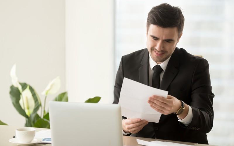 Jeder einzelne Aktionär muss eine Einladung - unter Einhaltung der richtigen Frist - zur Hauptversammlung erhalten. (#2)