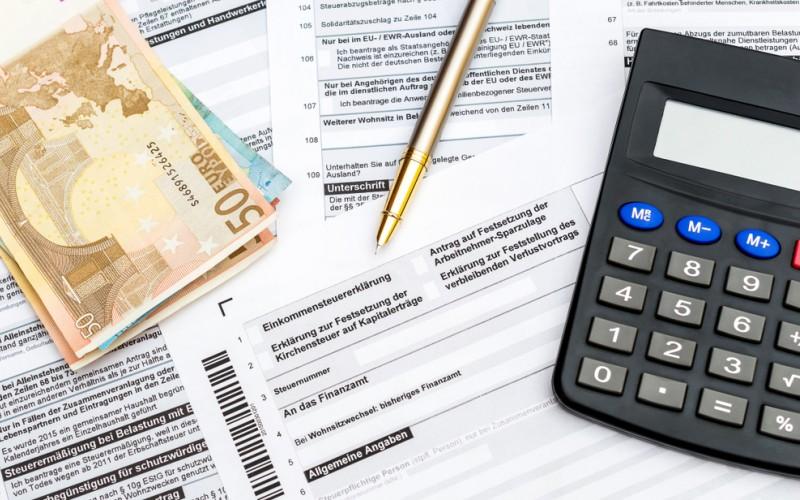 Wenn Sie ausschließlich Verdienste aus Kapitalerträgen haben, liegt ihr Freibetrag sogar bei 9.000 Euro. Hier wird nämlich der Kapitalfreibetrag noch um den Freibetrag für die Einkommenssteuer erweitert. (#2)