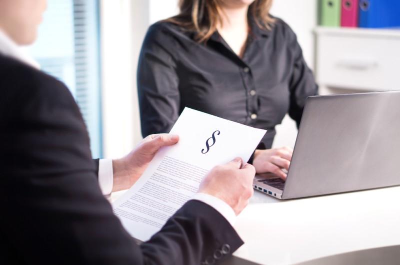 Aktionäre haben durch den Erwerb von Aktien nicht nur einen Anteil am Unternehmen erworben, sondern auch bestimmt mit der Aktie verknüpfte Rechte. Die Rechte von Aktionären sind im Aktiengesetzt und Handelsgesetzt geregelt. (#1)