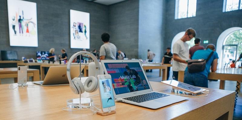 Bei Apple ist die Ausschüttungsrate sehr gering – sie lag im vergangenen Jahr nur bei 23 Prozent. Konkurrenten wie Microsoft und IBM zahlten beispielsweise 45 beziehungsweise 50 Prozent an die Aktionäre aus.
