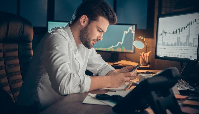Aktienfonds bieten im Vergleich zu den anderen Varianten die höchsten Gewinnchancen, sind allerdings auch mit dem höchsten Risiko verbunden.