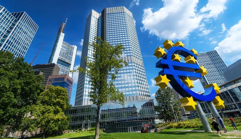 Nach der Fusion mit Frankfurt Trust wurden noch rund 300 Mitarbeiter weiterbeschäftigt, außerdem wurden weiterhin drei Investmentzentren unterhalten. ( Foto: Shutterstock-katjen )