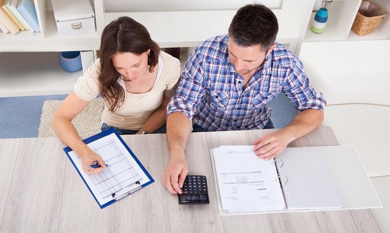 Zugegeben, manche Zahlungsfristen sind wirklich kurz. Dennoch sollte unbedingt darauf geachtet werden, dass die Rechnungen immer pünktlich bezahlt werden. (Foto: Shutterstock- Andrey_Popov )