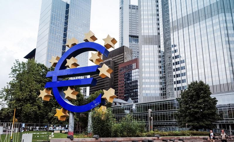Mit ihrer Arbeit soll die Europäische Zentralbank die Preisstabilität im gesamten Raum der EU sicherstellen, wobei dieses Ziel das im Vertrag von Maastricht festgelegte ist. ( Foto: Shutterstock-ilolab )