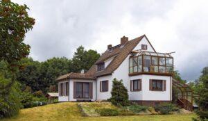 Die Lage bestimmt den Preis. Alleinstehende Häuser sind zwar nett ob es den Preis nach oben treibt ist fraglich ( Foto: Shutterstock-_ Bildagentur Zoonar GmbH_)